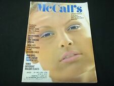 1971 NOVEMBER MCCALLS MAGAZINE  - BEAUTIFUL FASHION ISSUE - FRONT COVER - C 4770