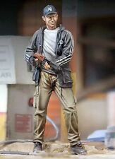 Royal Model 1/35 Zombie Hunter Man with Shotgun Casual Dress (Zombie Series) 770
