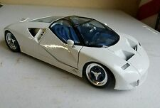 1:18 Maisto Special Edition Ford GT90 Concept Vehicle White V12