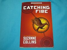 HUNGER GAMES TRILOGY: CATCHING FIRE 2 SUZANNE COLLINS 2012 PAPERBACK LARGE PRINT