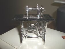 mini SILVER SEWING MACHINE -  DOLL HOUSE MINIATURE