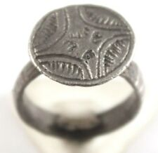 BEAUTIFUL POST-MEDIEVAL SILVER RING WITH ENGRAVING CROSS ON THE TOP # 683