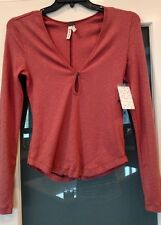 NWT FREE PEOPLE Cotton-Blend Knit Shirt EARTH RED SZ M LONG SLEEVE KEYHOLE STYLE