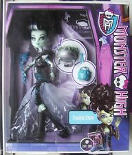 MONSTER HIGH DOLLS - Frankie Stein in Scary Cool Movie Costume (Ship Worldwide)
