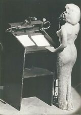 MARILYN MONROE CLASSIC SINGING HAPPY BIRTHDAY MR PRESIDENT TO JFK