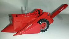 1/64 ERTL custom farmall m tractor with ih mccormick mounted picker farm toy