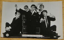 FREDDIE  & DREAMERS ~ VINTAGE 1960s PROMO BLACK & WHITE POP STAR POSTCARD PHOTO
