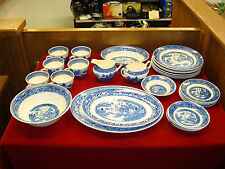 HOMER LAUGHLIN Blue Willow China Set 27 pcs. - U.S.A