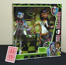 "MONSTER HIGH - Lab Partners ""Cleo de Nile and Ghoulia Yelps"" 2 Dolls - New!"