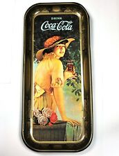 Schönes Coca-Cola Coke Blech Tablett USA Serviertablett 49 cm lang  Lady in Gelb
