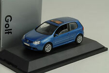 2003 VW Volkswagen Golf V 5 3-door blue blau metallic 1:43 Schuco Dealer