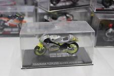 Modellino Moto Yamaha YZR250 Olivier Jacque 2000 1/24
