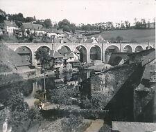 UZERCHE c. 1950 - Maisons en Contrebas du Viaduc Ligne du POC Corrèze - DIV 5163