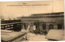 CPA  Usine  Les terrasses que l'on voit sont des toitures en ciment...(220170)