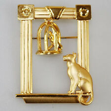 JJ VINTAGE KITTY CAT WATCHING A BIRD IN A CAGE ARTICULATED GOLD TONE BROOCH