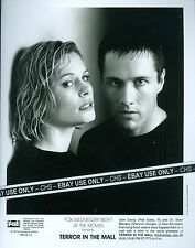 "SHANNON STURGES & ROB ESTES ORIG. 1998 B&W 8x10 PRESS PHOTO ""TERROR IN THE MALL"""