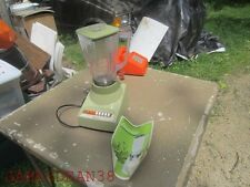 AVACADO GREEN OSTERIZER BLENDER 8 SPEEDS  AND RECIPES