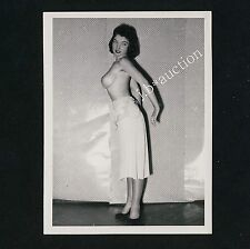 YOUNG NUDE WOMAN PLAYING AROUND / JUNGE NACKTE FRAU HAT SPASS * 60s Photo #1