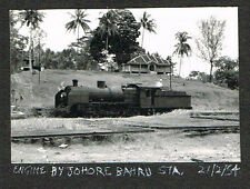 OLD PHOTO RAILWAY ENGINE AT JOHORE BAHRU STATION SINGAPORE MALAYA 1954  (520)
