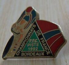BEAU PIN'S VELO CYCLISME FFC CHAMPIONNAT DE FRANCE SUR PISTE 1992 BORDEAUX ZAMAC
