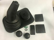 Bearmach Land Rover Defender Gear Lever Gaiter Knob & Pedal Pad Interior Kit