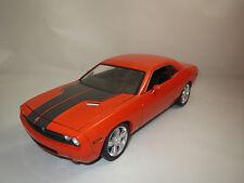Highway 61  Dodge Challenger  HEMI  6.1  (orange-met.) 1:18  ohne Vp.!