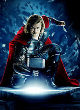 Chris Hemsworth UNSIGNED photo - B195 - Thor, The Avengers and Star Trek