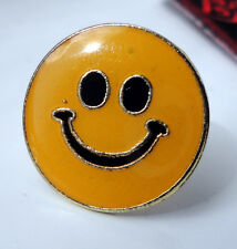 ZP102 Smiley Face Pin Badge - Funny Humour : ) Cheeky Chappy