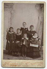 CABINET CARD MOM AND ALL THE KIDS. FIVE CHILDREN NICELY DRESSED. NEW CASTLE, PA.