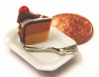1:12 Scale Slice Of Cake On A Plate Dolls House Miniature Kitchen Accessory SC15