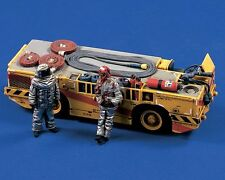 Verlinden 1/48 US Navy Carrier Fire Tractor (Large Model) w/Crew (No Decal) 2542