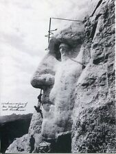POST CARD OF WORKERS CARVING GEORGE WASHINGTON ON MOUNT RUSHMORE OLD PHOTOGRAPH
