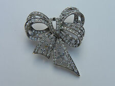 JOAN RIVERS STUNNING Dimensional Rhinestone and Silvertone Bow BROOCH PIN