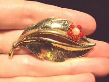 shiny simple gold tone wavy Leaf Red Daisy flower white faux pearl pin brooch