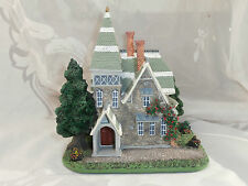 SANTA'S BEST CHRISTMAS IN NEW ENGLAND VILLAGE STONE HOUSE FIGURE IN BOX 1995