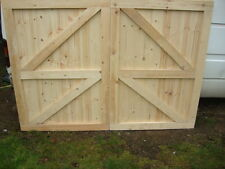 */// WOODEN GARAGE DOORS A PAIR  SIDE HUNG TONGUE & GROOVED FULLY  FRAMED