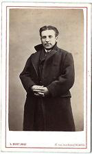photo cdv bel homme aux mains croisées vers 1870 à Nîmes Gard photographie