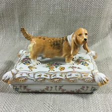 Grande breloque box antique dresden style chine basset hound dog figure chiot vtg