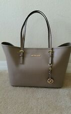 BNWT $278.00 Authentic MICHAEL KORS Jet Set Travel Bag Leather Taupe  MUST SEE**
