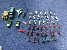 Large amount of toy plastic soldiers plus more
