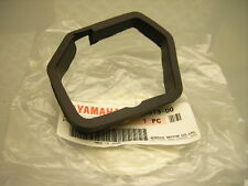 NEW ORIGINAL YAMAHA XT 550 XT 600 SPEEDOMETER RUBBER DAMPER SPEEDO METER BRACKET