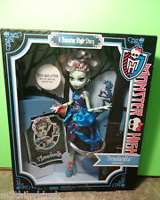 Monster High THREADARELLA Frankie Stein Doll  Scarily Ever After  NFRB New 2012