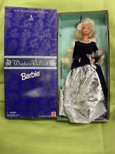 WINTER VELVET BARBIE BY MATTEL ET AVON 1995 en boite