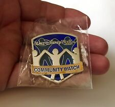WALT DISNEY WORLD COMMUNITY WATCH SECURITY GUARD PIN BADGE BUTTON CAST MEMBER !!