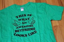 GILDAN SOFTSTYLE THIS IS WHAT AN AWESOME BOYFRIEND LOOKS LIKE TEE GREEN SZ L NEW