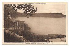 vue d'une terrasse du restaurant sur le lac