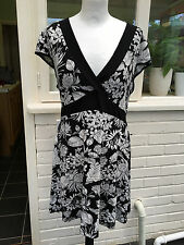 Womens size 24 long black & white floral patterned long top New Look Inspire