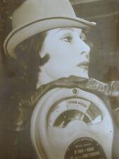 Photo presse vintage 1963 mode Londres collection hiver chapeau couture