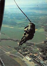 B57942 parachutists paratroops parachutisme sortie en automatique