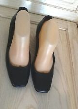 GUILLAUME HINFRAY  Sz 8.5  Black Leather Low Heel  Pumps